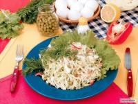 Салат з білокачанної капусти, моркви та яблук