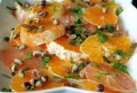 Салат з цитрусових з фісташками і йогуртом
