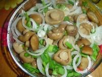 Салат з грибів та мізків з лимонним соком