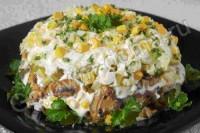 Салат з язика з грибами і куркою