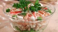 Салат з кальмарів, риби та крабових паличок