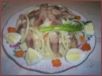 Салат з копченої риби з картоплею та грибами