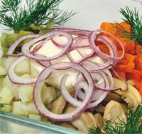 Салат з креветок з патиссонами і маринованими грибами