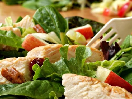Салат з курки: просто, смачно, а головне - некалорійно