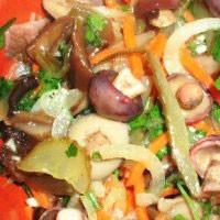 Салат з локшини з грибами
