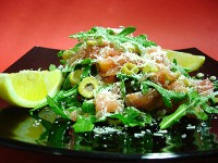 Салат з лосося з грейпфрутом і руколою