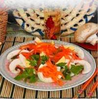 Салат з макаронів з солоними грибами