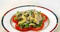 Салат з макрелі з анчоусами і сиром