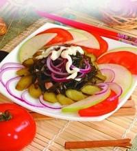 Салат з морської капусти з маринованим цибулею