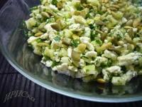 Салат з морської капусти з перепелиними яйцями