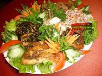 Салат з наваги зі свіжими огірками