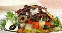 Салат з овочів з анчоусами