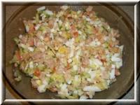 Салат з печінки тріски з яйцем і овочами