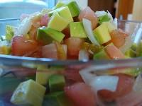 Салат з помідорів з авокадо