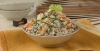 Салат з рису з креветками і анчоусами