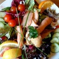 Салат з риби гарячого копчення зі шпиком