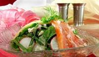 Салат з сьомги з редисом