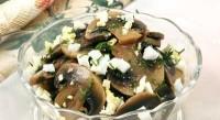 Салат з печериць з квашеною капустою