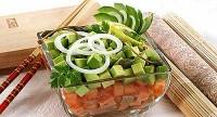 Салат з солоної риби з овочами