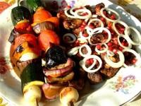 Салат зі свіжих грибів з зеленою цибулею