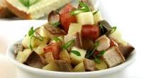 Салат з тріски (або морського окуня) гарячого копчення з яблуком