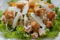 Салат з шинки з сиром і грибами