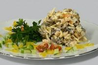 Салат із зелених помідорів з куркою і болгарським перцем