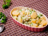 Салат картопляний з оливками і селерою