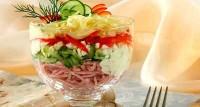 Салат-коктейль з огірками, шинкою і сиром