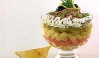 Салат-коктейль з печінкою тріски