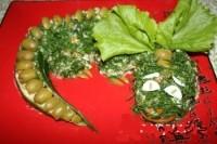 Салат новорічний з простих продуктів «Дракон»