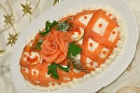 Салат новорічний «Принцеса» з червоною рибою і яблуком