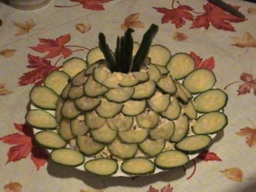 Салат новорічний з ананасом і куркою під огіркової шубкою