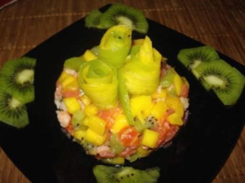 Салат новорічний з фруктами і креветками «Сальферино»