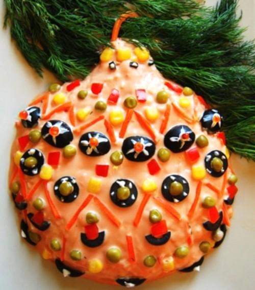 Салат новорічний з крабовими паличками «Новорічна іграшка»