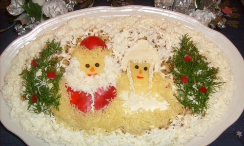 Салат новорічний з куркою і бананом «Під ялинками»