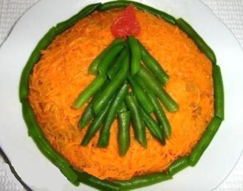 Салат новорічний з куркою і стручкової квасолею