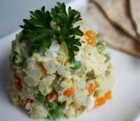 Салат «Олів'є» дієтичний з кальмарами