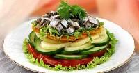 Салат овочевий з хамсою