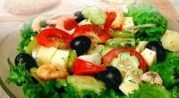 Салат овочевий з креветками