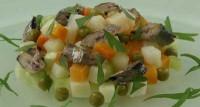 Салат овочевий зі шпротами