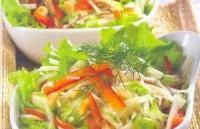 Пісний Салат з кедровими горіхами, капустою, перцем і огірками