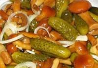 Пісний Салат з огірками, цибулею та опеньками