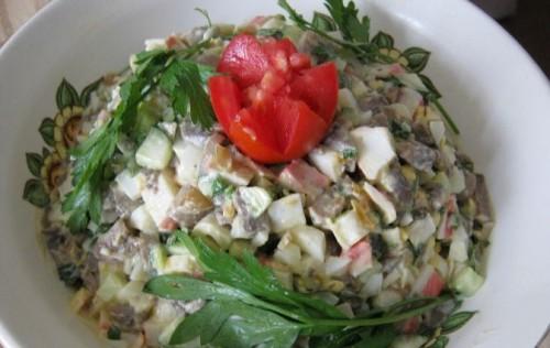 Салат святковий «Оленка» з грибами і крабовими паличками