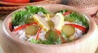 Салат рисовий з тунцем і оливками