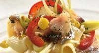 Салат рибний з макаронами