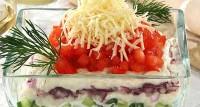 Салат рибний з сирним соусом