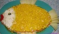 Салат з горбушею і кукурудзою «Рибка»