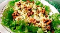 Салат з волоськими горіхами і сиром