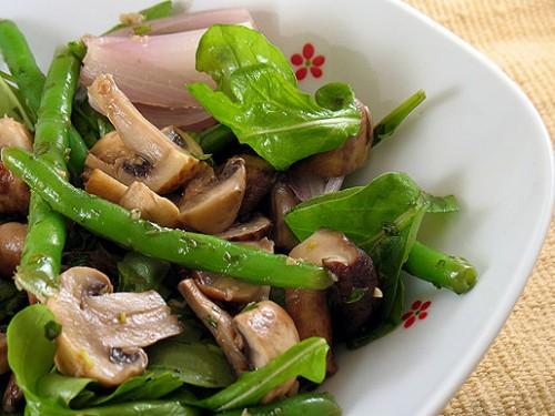 Салат з грибами і печінкою